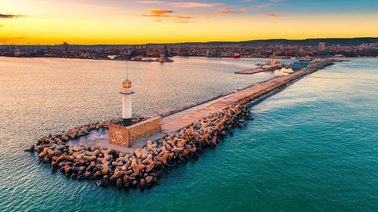 Пристанище Варна и Морският фар