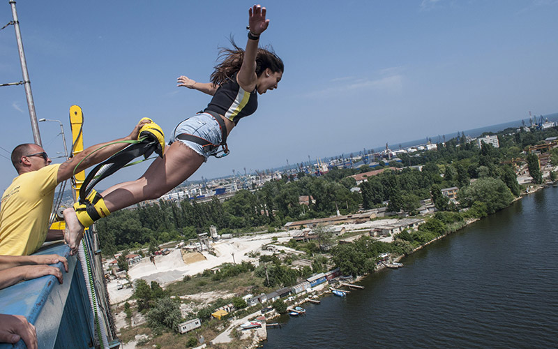 Bungee jumping from the Asparuhov Bridge