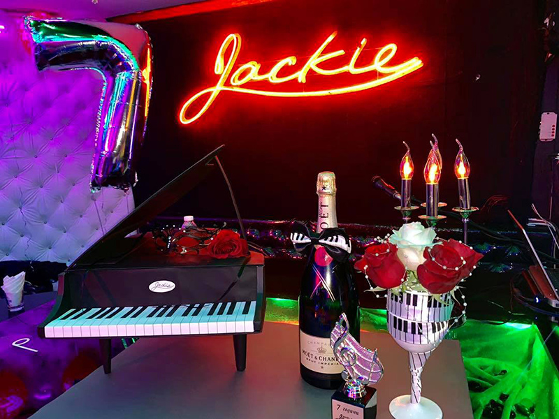 Piano Bar Jackie, Varna