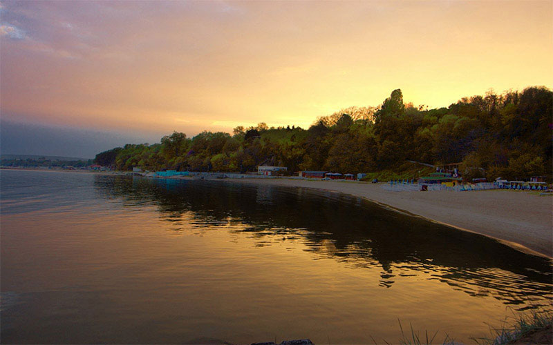 Varna Central Beach & Alley