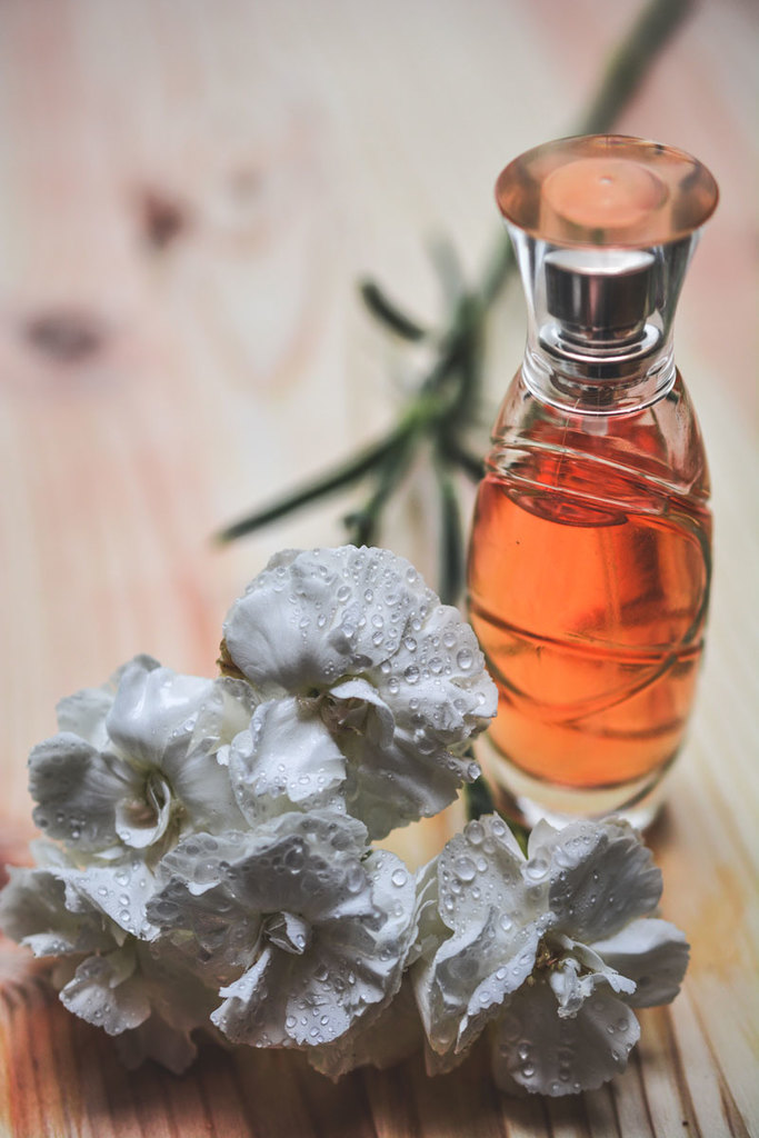 Face spray with rose water