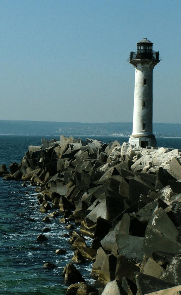 Фарът на кея на резиденция Евксиноград