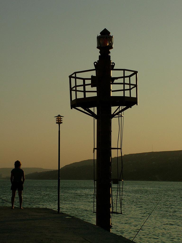 Навигационна светлина на вълнолома в Балчик