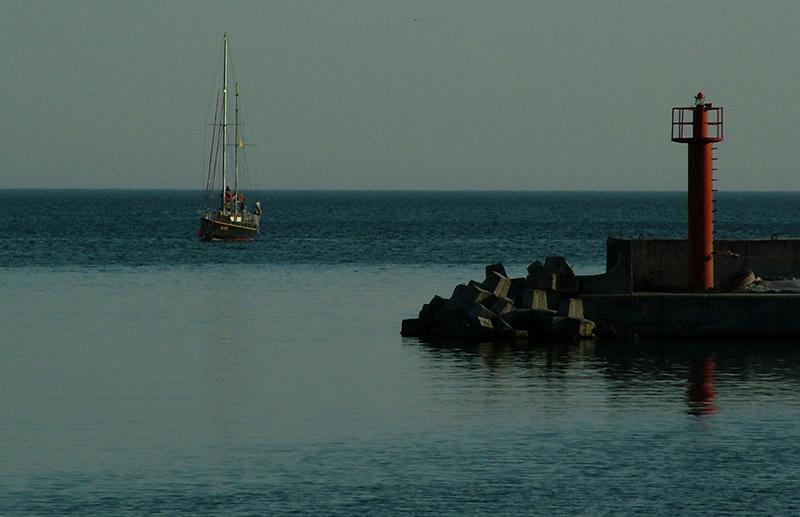 Навигационна светлина на яхт-клуба в Балчик