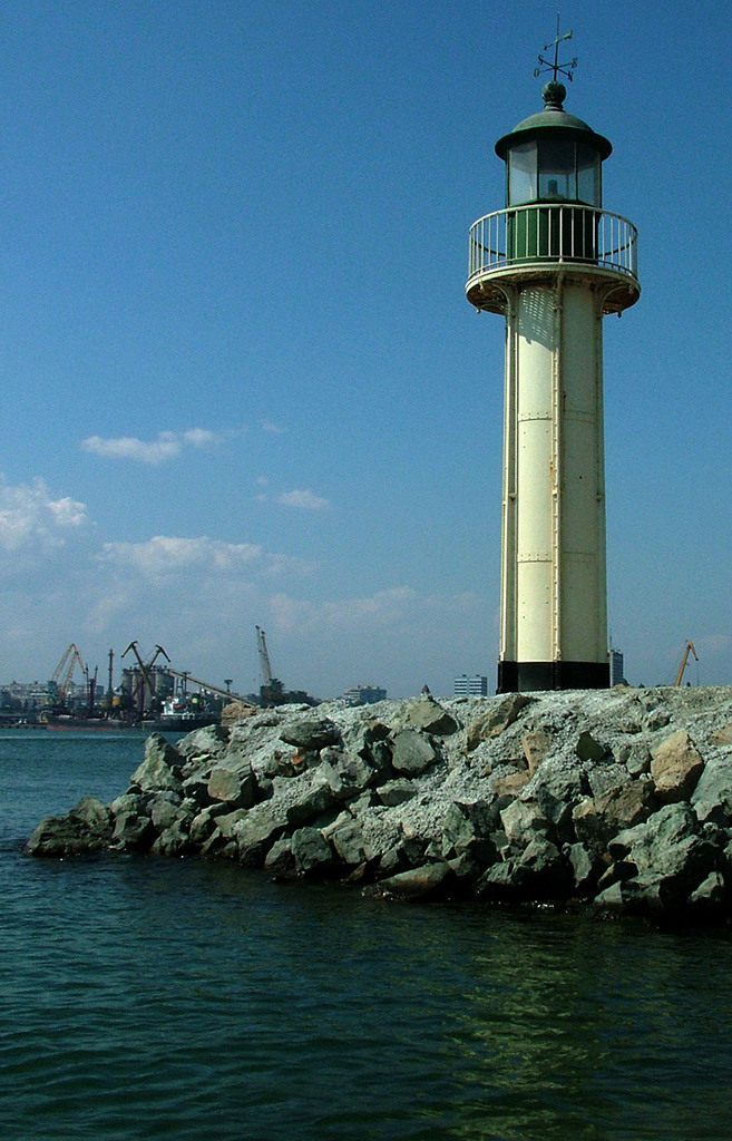 Зелен входен фар – пристанище Бургас © Бела Бенова, Септември 2007