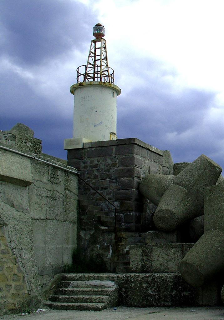 Фар на вълнолома – Царево © Бела Бенова, Септември 2007