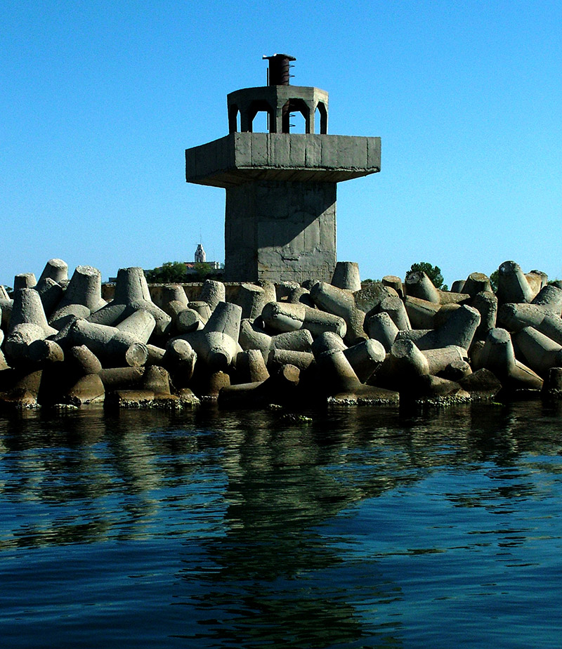 Entrance navigational aid in Sozopol