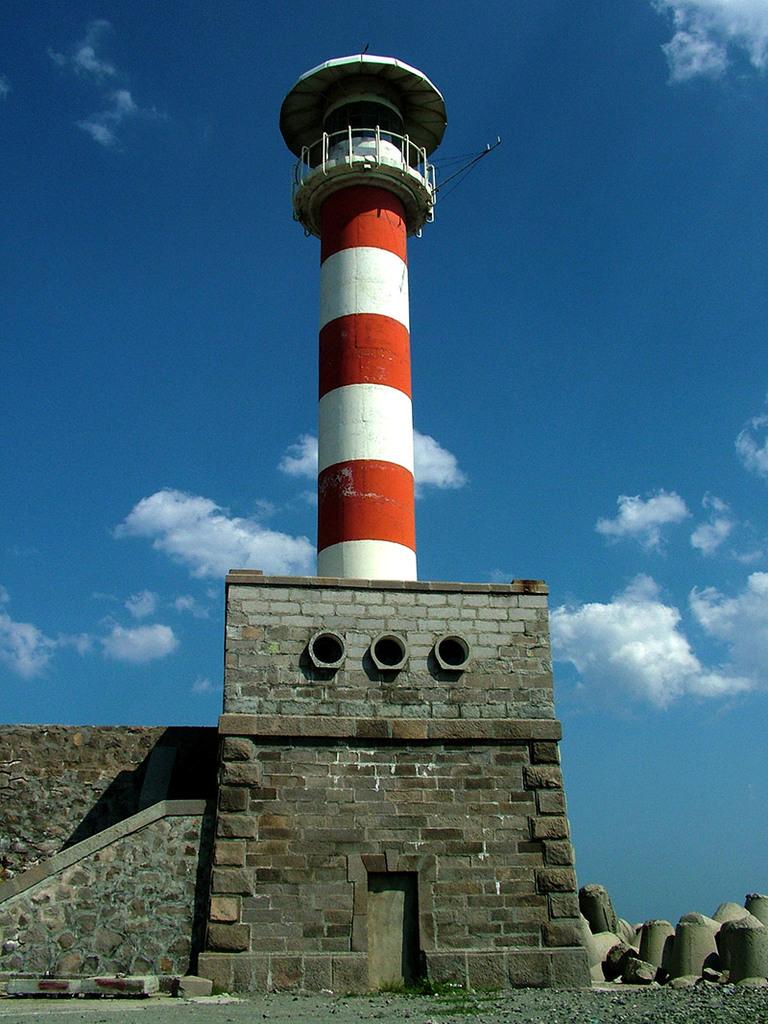 Breakwater lighthouse at Port of Burgas © Bela Benova, September 2007